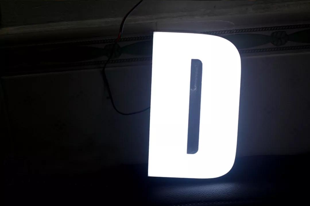 led发光字的无边发光字